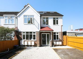 Thumbnail Studio to rent in Flat 3, Christchurch Close, Colliers Wood