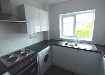 2 bed flat to rent in Milverton Green, Luton LU3