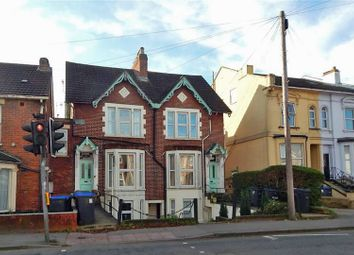 2 bed flat to rent in Wilton Road, Salisbury, Wiltshire SP2