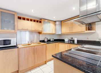 2 bed flat to rent in Cranbrook Road, Ilford IG1