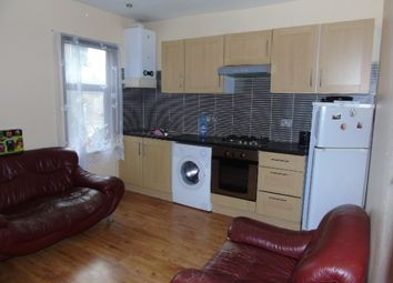 Thumbnail 2 bedroom flat to rent in Spencer Road, Luton