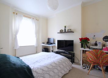 Thumbnail 1 bed maisonette to rent in Glentham Road, Barnes