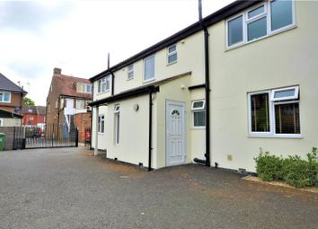 Thumbnail 1 bed flat to rent in Salfords, Surrey