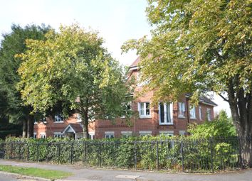 2 bed flat for sale in The Avenue, Tadworth KT20