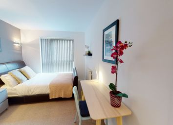 Room to rent in Newton Lodge, West Parkside, London SE10