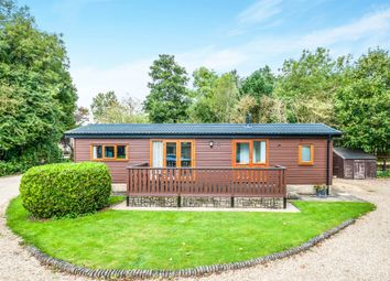 Thumbnail 2 bedroom mobile/park home for sale in High Street, Standlake, Witney