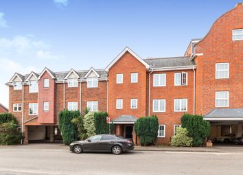 Napier Road, Crowthorne RG45. 2 bed flat
