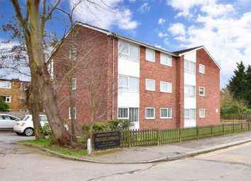 New North Road, Hainault, Ilford, Essex IG6. 2 bed flat for sale