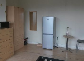 Thumbnail Room to rent in North Circular Road, Neasden