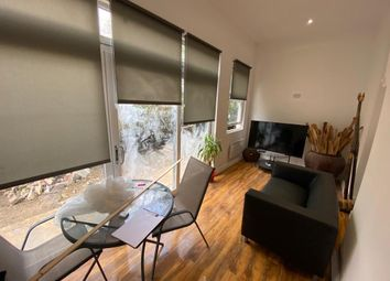 Thumbnail 1 bed flat to rent in Stoke Newington Common, London