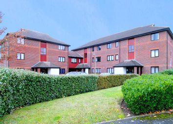 Thumbnail 1 bed flat to rent in Linacre Close, Didcot