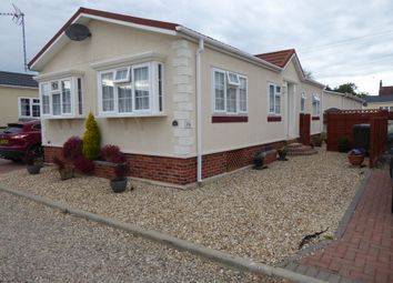 Thumbnail 2 bedroom mobile/park home for sale in Gattington Park, Hurnbridge Road, Hawthorn Hill, Conningsby, Lincolnshire