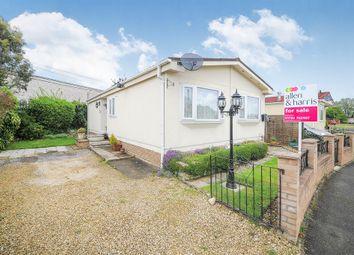 Thumbnail 2 bedroom mobile/park home for sale in St. Johns Priory, Lechlade