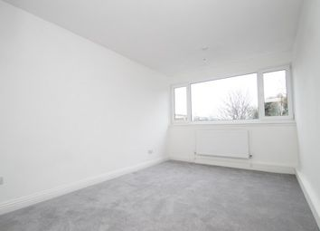 3 bed flat to rent in Britten Lodge, Bromley BR2