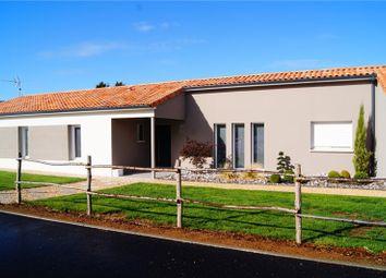 Thumbnail Villa for sale in Poitou-Charentes, Deux-Sèvres, Bressuire