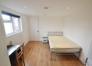 Room to rent in Chesterfield Gardens, London N4
