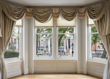 Thumbnail 4 bed flat to rent in Campden Hill Court, Kensington, London