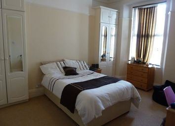 Thumbnail 2 bed flat to rent in Ground Floor Flat, Room 1, 7 Wake Street