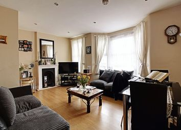 Thumbnail 2 bed flat to rent in Lincoln Road, Enfield