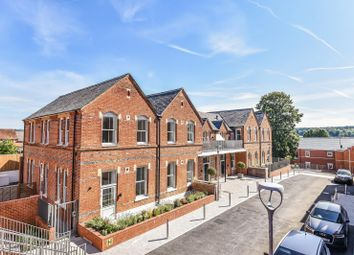 Tennyson House, Laureate Gardens, Henley-On-Thames RG9. 2 bed flat