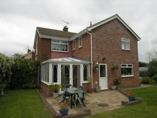 Thumbnail 5 bedroom property to rent in St Peters Close, Henley, Ipswich