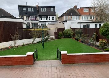Room to rent in Off Longwood Garden, Clayhall, Barkingside IG5, Ig6, Ig4,