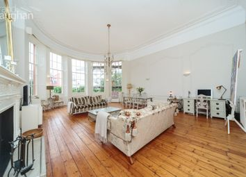 Brunswick Square, Hove, East Sussex BN3. 3 bed flat