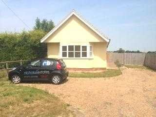 Thumbnail 2 bedroom bungalow to rent in Top Road, Rattlesden, Bury St. Edmunds