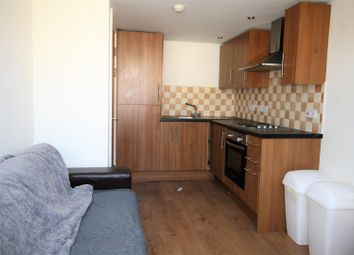 2 bed flat to rent in Colum Road, Cathays, Cardiff CF10