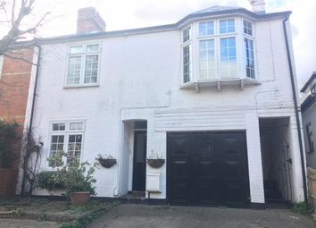Thumbnail 1 bed flat to rent in Easthampstead Road, Wokingham