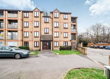 Thumbnail 2 bed flat to rent in Sandcliff Road, Erith
