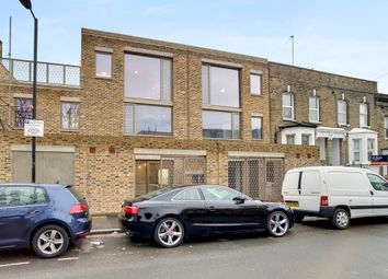 Thumbnail 2 bed town house to rent in Choumert Road, London