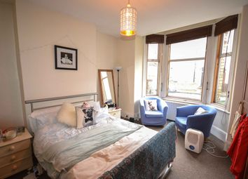 Thumbnail 2 bed flat to rent in Sandmere Road, Clapham