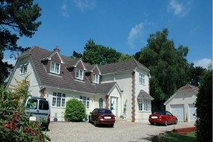 Thumbnail Room to rent in Whincroft Drive, Ferndown