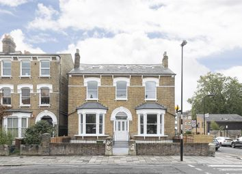 Parkstone House, Clissld Park N16. 1 bed flat
