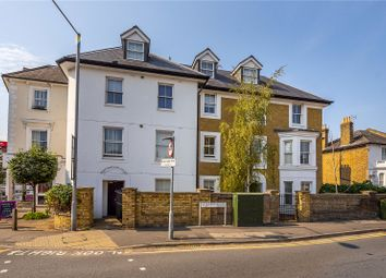 Queenswood Court, Queens Road, Kingston Upon Thames KT2. 2 bed flat