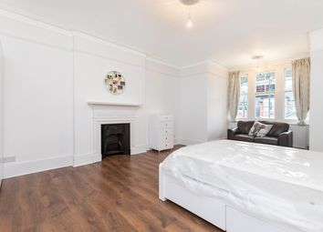 Room to rent in Marchwood Crescent, London W5