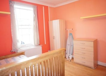 Thumbnail Room to rent in City Road, London
