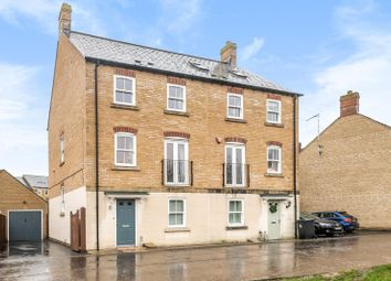 Boundary Lane, Carterton, Oxfordshire OX18. 4 bed semi-detached house for sale