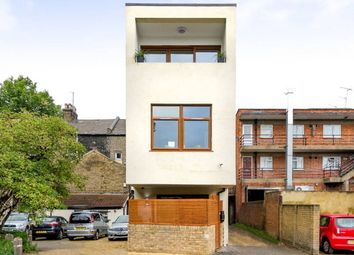 1 bed detached house to rent in Barking Road, London E13
