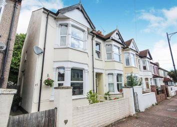 Rochford Avenue, Westcliff-On-Sea SS0. 2 bed end terrace house