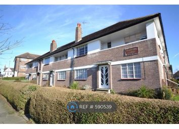 2 bed flat to rent in Warwick Court, London N2