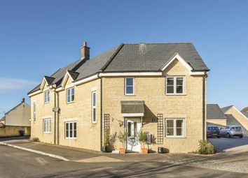 4 bed end terrace house for sale in Carterton, Oxfordshire OX18