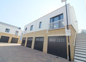 Thumbnail 2 bed flat to rent in Candlewood Drive, Reading