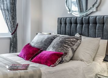Thumbnail 2 bed flat for sale in Russell Square, Brighton