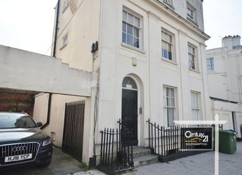 3 bed maisonette to rent in Carlton Crescent, Southampton, Hampshire SO15