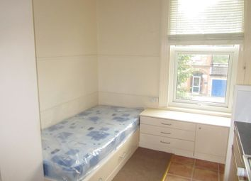 Thumbnail Property to rent in Dornton Road, South Croydon