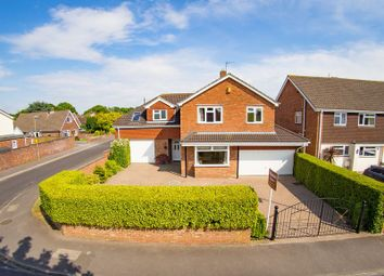 Thumbnail 5 bed detached house for sale in Lodge Road, Locks Heath, Hampshire