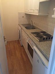 2 bed flat to rent in Shepherds Bush Road, London W6