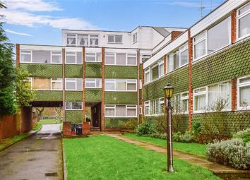 Thumbnail 2 bed flat for sale in Cavendish Avenue, Woodford Green, Essex